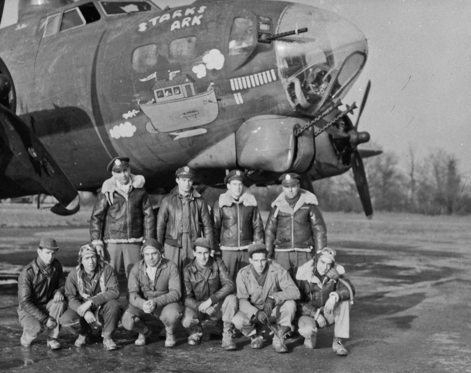 B-17G_390th_Bomb_Group_Nose_Art_and_Crew_Photo_Starks_Ark