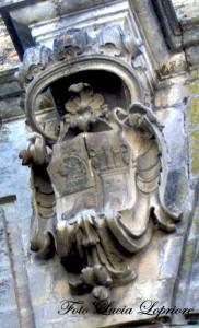 Stemma in pietra della famiglia V.M.