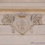Fascio Littorio sulla lesena del Palazzo - Particolare (foto Romeo Brescia)