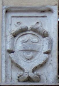 stemma in pietra della fam. Belvedere