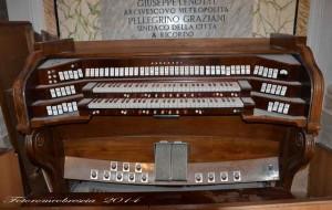 Tastiera del vecchio organo