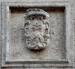 Chiesa di S. Agostino – stemma di Carlo VI Asburgo