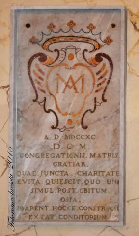 Chiesa di S. Maria delle Grazie – epigrafe funeraria con stemma della confraternita omonima