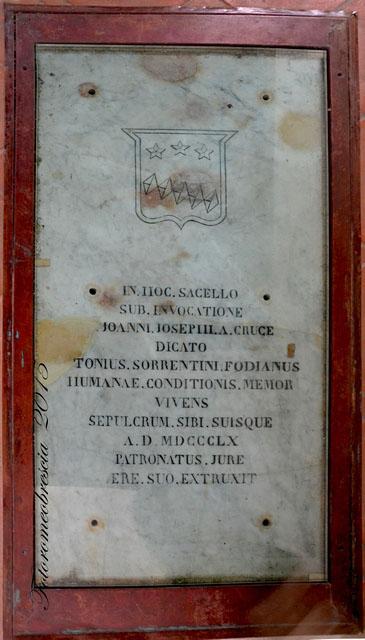 Chiesa di S. Pasquale Baylon – epigrafe funeraria di Antonio Sorrentino con stemma del personaggio