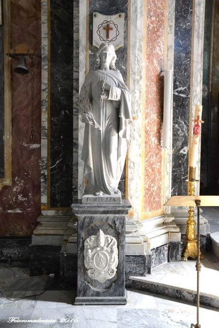 Chiesa di San Giovanni Battista – Statua raffigurante la Fortezza con stemma del Pontefice Pio XII