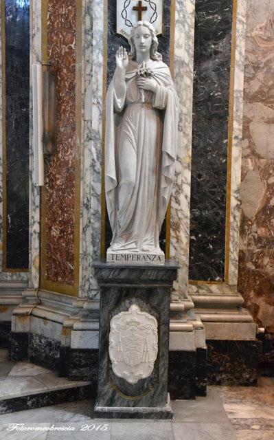 Chiesa di San Giovanni Battista – Statua raffigurante la Temperanza con stemma del vescovo mons. Farina