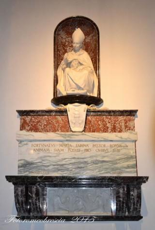 Mausoleo e stemma del vescovo mons. Farina